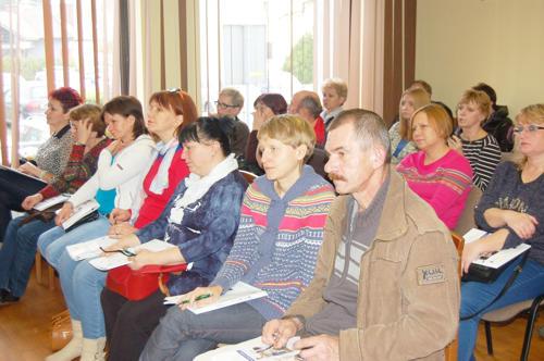 """Wszyscy obecni na seminarium otrzymali informacyjne broszurki, z  których mogli dowiedzieć więcej  na temat """"Centrum 5i"""""""