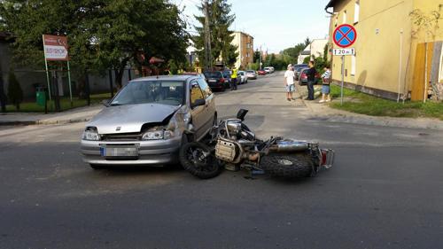 Kierująca fiatem, wyjeżdżając z podporządkowanej na drogę główną, nie dała motocykliście szans na zatrzymanie się i uniknięcie zderzenia