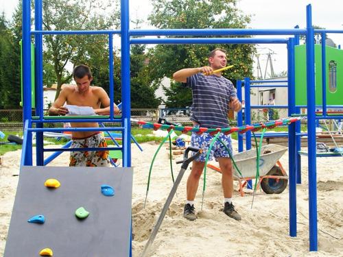 Trwa budowa nowego placu zabaw w Borowie