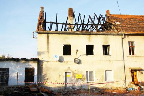 Nie można tu mówić o remoncie, ale raczej o odbudowie spalonej części budynku wielorodzinnego - twierdzi Kazimierz Nahajło, kierownik ZUK w Przewornie