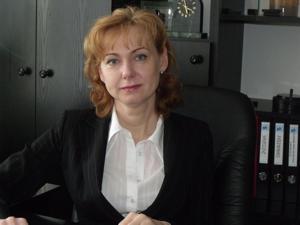 Małgorzata Krochmalna, dyrektor Sanepidu w Strzelinie, informuje o wynikach kontroli w sklepie