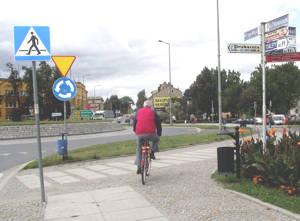 Wielu rowerzystów nie zdaje sobie sprawy, że jeżdżąc się po chodniku łamią przepisy